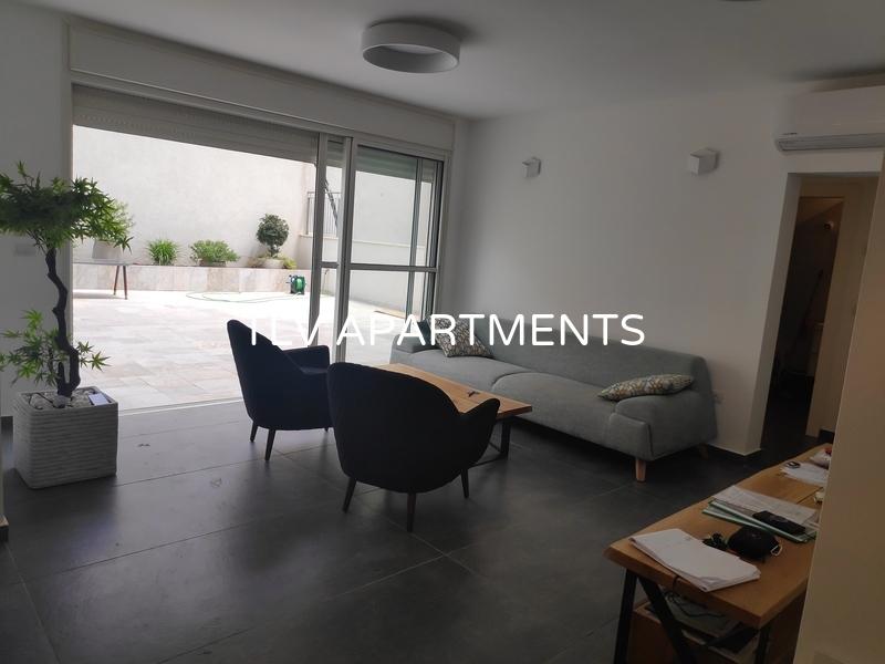 Garden duplex apartment