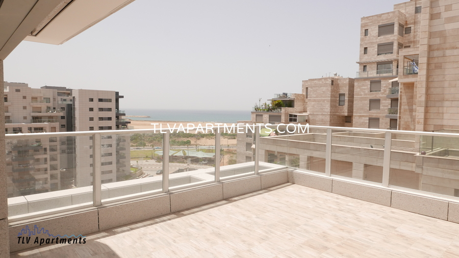 lighted mini penthouse with sea view