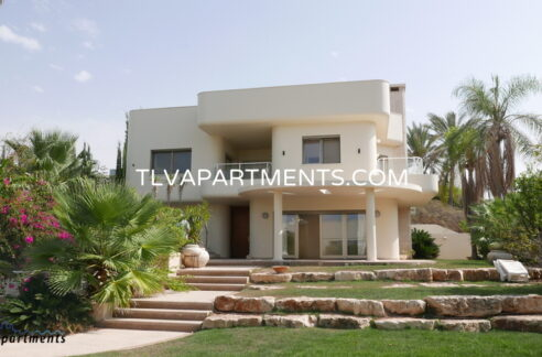Villa in Herzliya Pituach with sea view