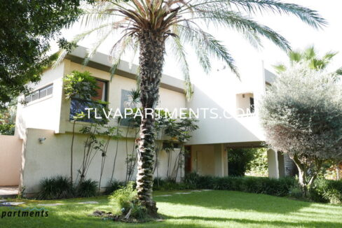 Villa in a quiet area with a large garden
