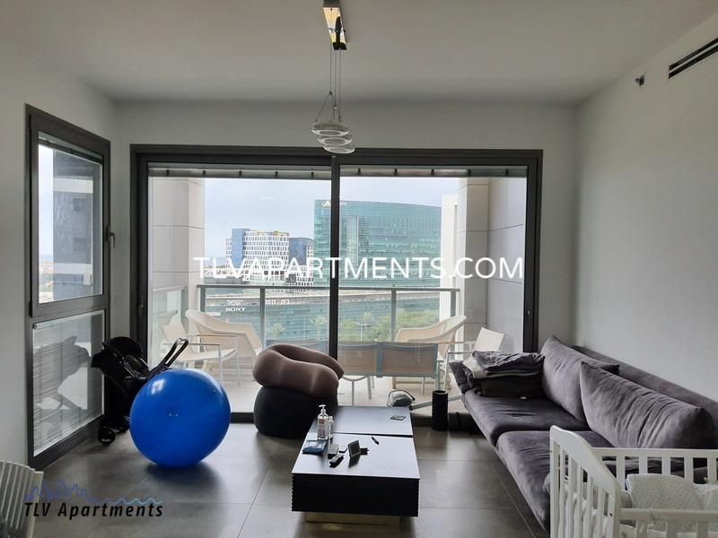 High floor apartment in a prestigious building