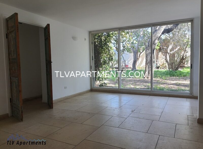 Beautiful and very spacious house near the beach