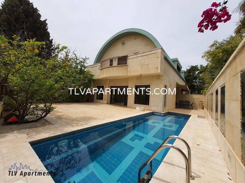 Villa on 3 levels near the beach