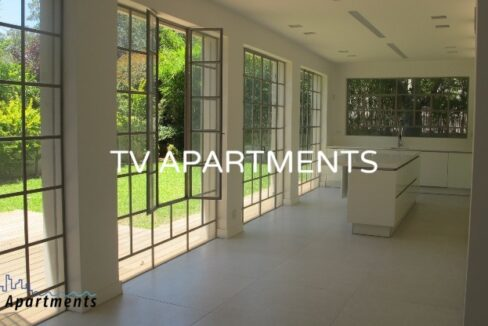 Spacious and lighted villa with a swimming pool