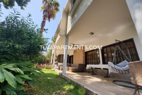 A huge villa in Jaffa with a big garden