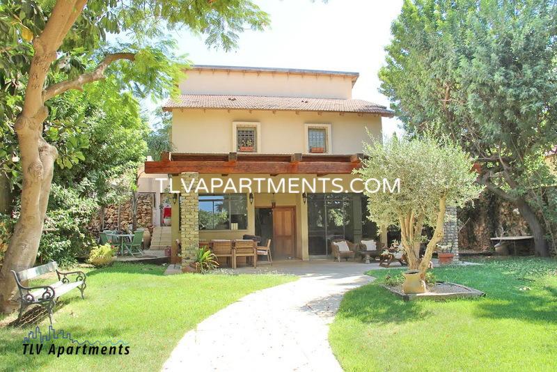 Beautiful Villa with a green garden
